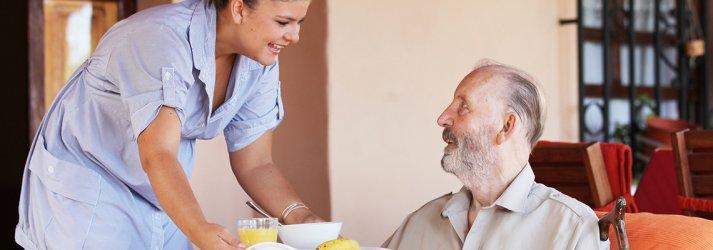 Hasta ve Yaşlı Refakatçi